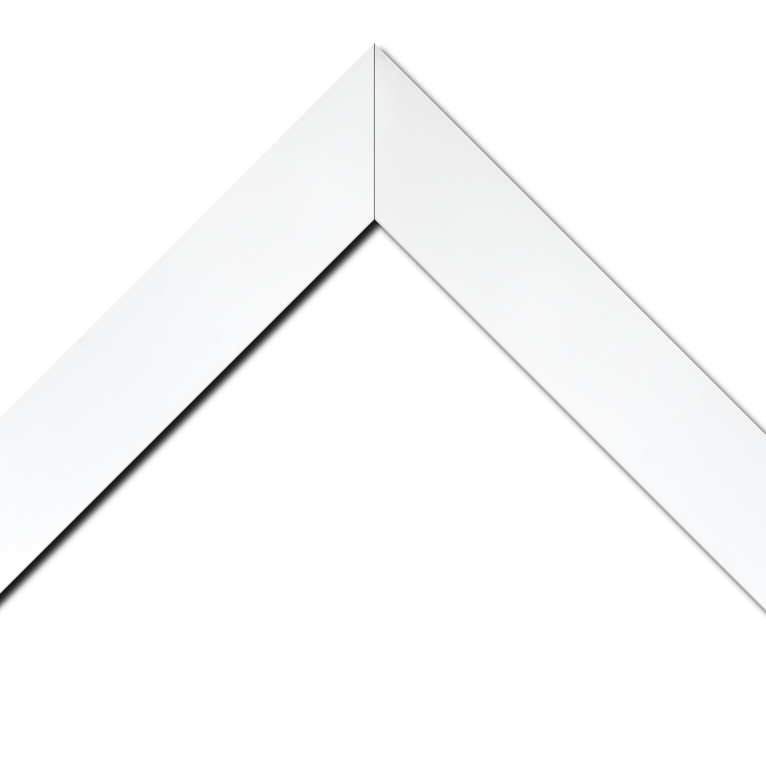 Baguette bois profil plat largeur 6cm couleur blanc mat finition pore bouché haut de gamme