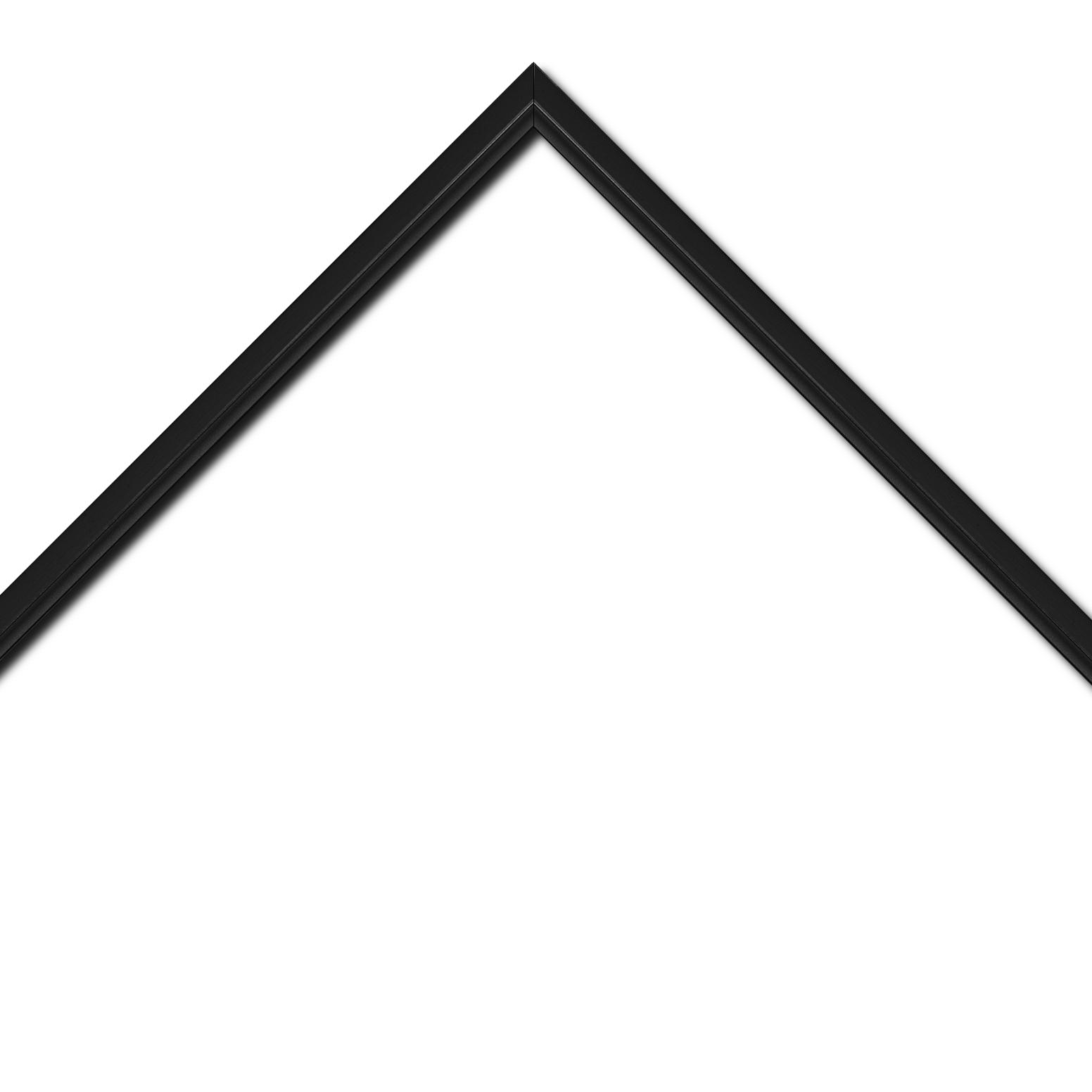 Baguette bois profil plat largeur 1.6cm couleur noir mat finition pore bouché filet noir en retrait de la face du cadre de 6mm assurant un effet très original