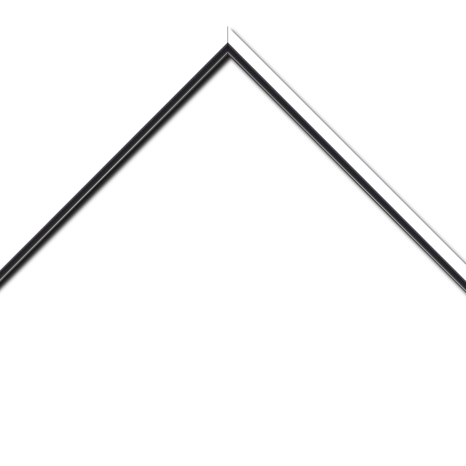 Baguette bois profil plat largeur 1.6cm couleur blanc mat finition pore bouché filet noir en retrait de la face du cadre de 6mm assurant un effet très original