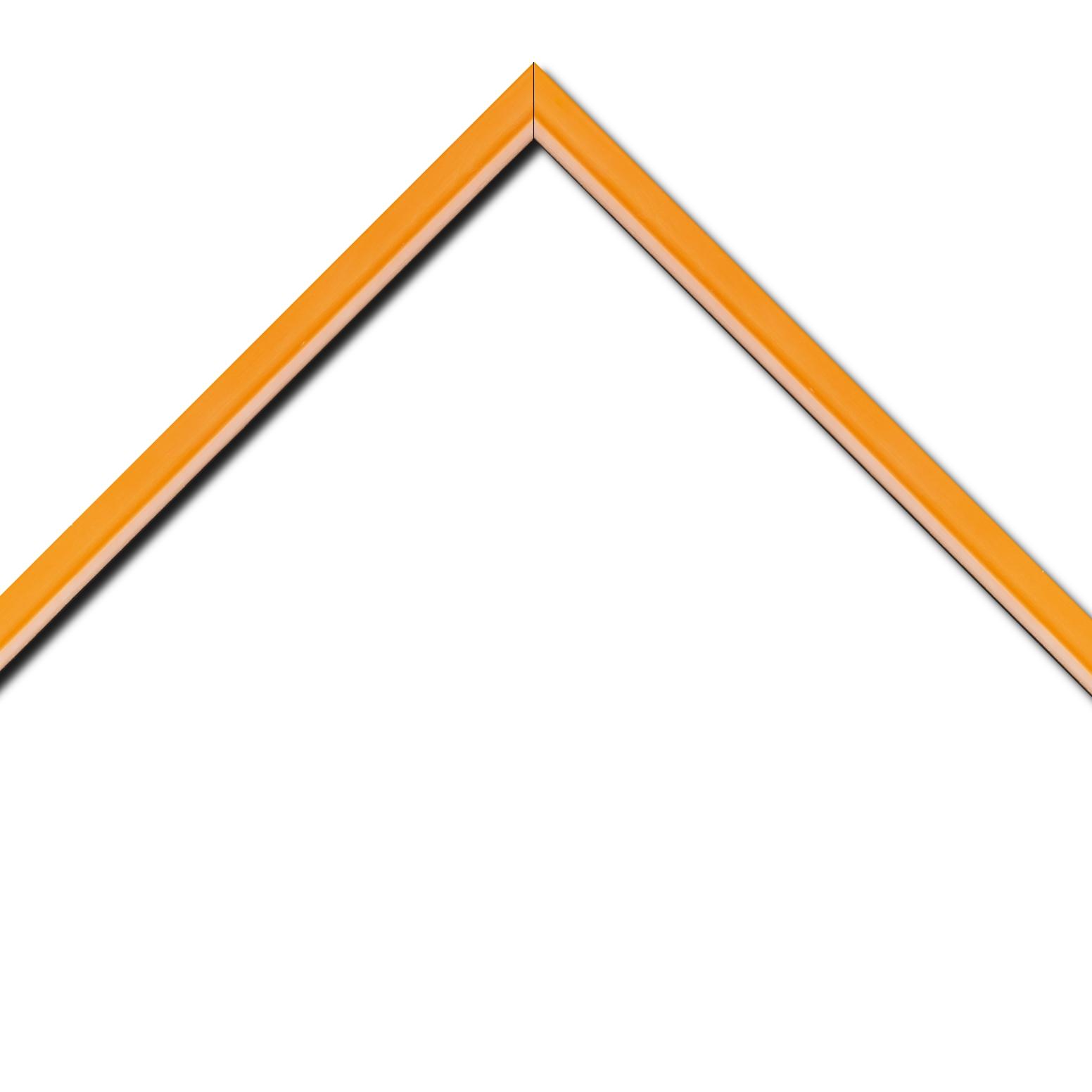 Baguette bois profil incurvé largeur 1.9cm de couleur orange tonique filet intérieur blanchi
