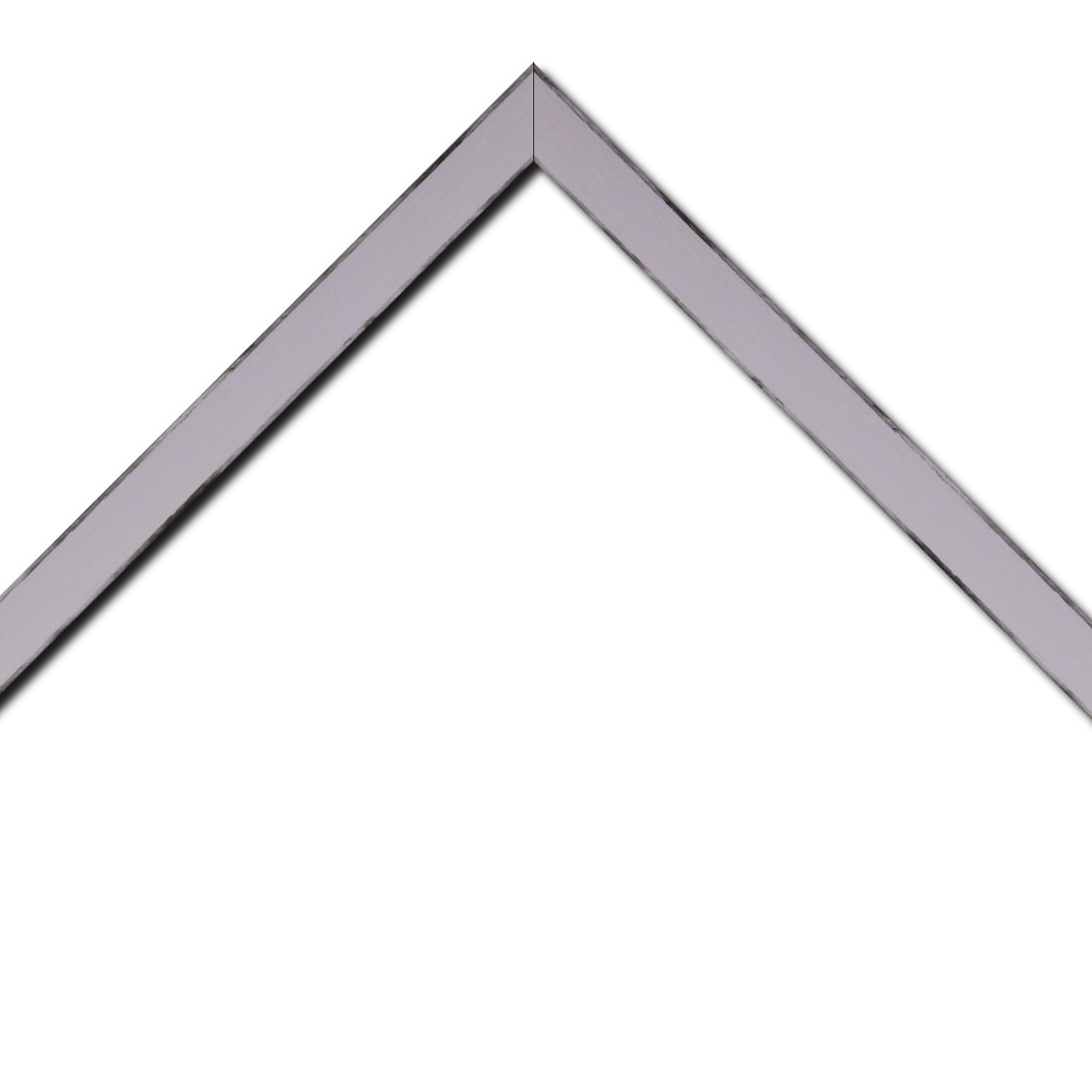 Baguette bois profil concave largeur 2.4cm couleur parme satiné arêtes essuyés noircies de chaque coté