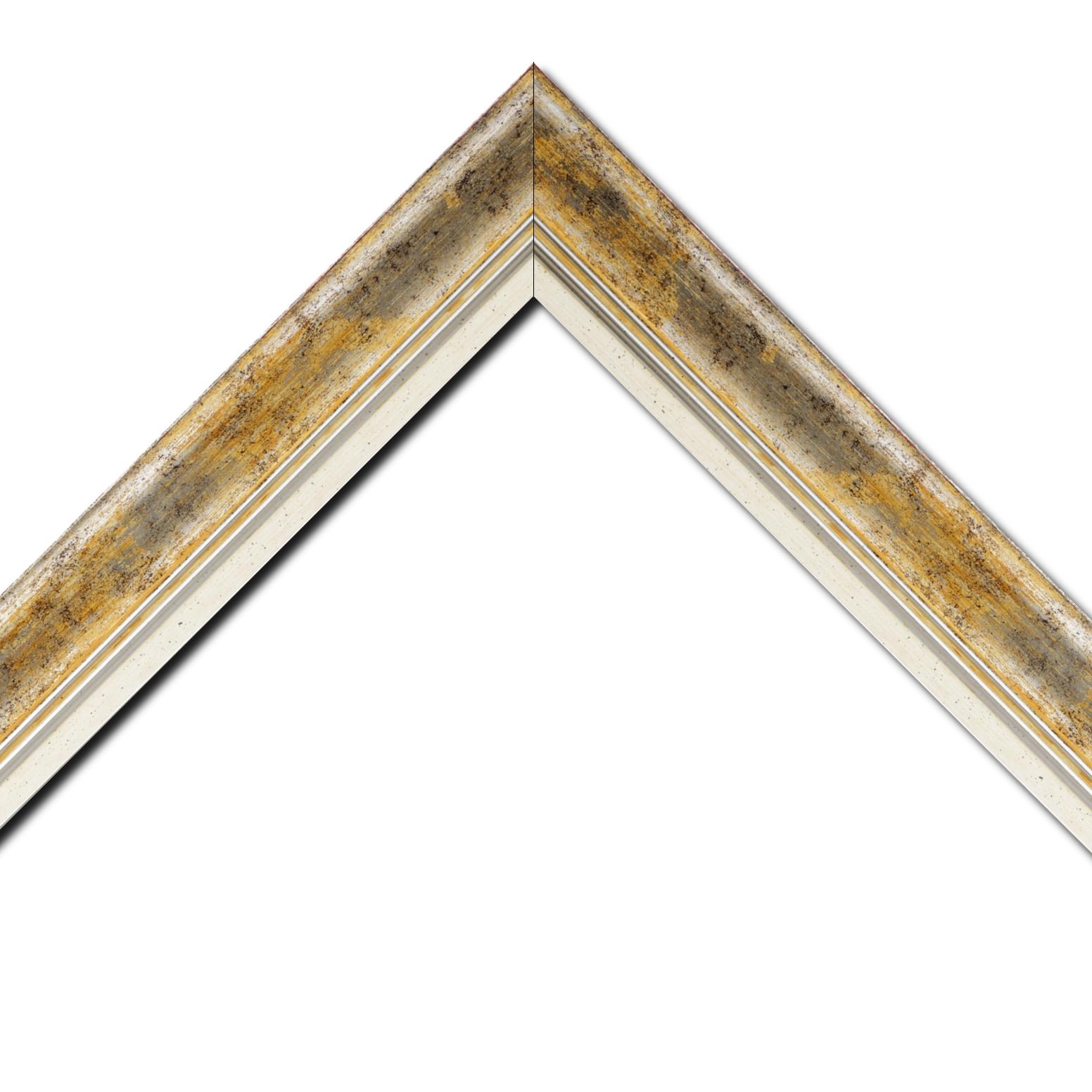 Baguette bois profil incurvé largeur 5.7cm de couleur jaune fond argent marie louise blanche mouchetée filet argent intégré
