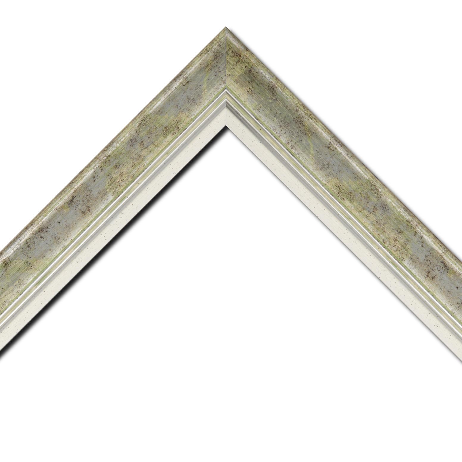 Baguette bois profil incurvé largeur 5.7cm de couleur vert fond argent marie louise blanche mouchetée filet argent intégré