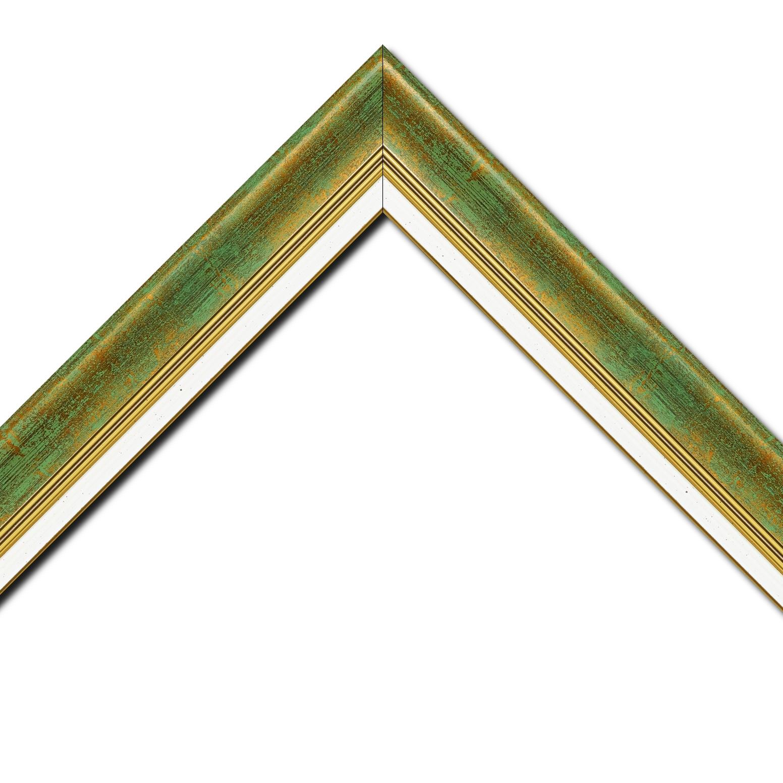 Baguette bois profil incurvé largeur 5.7cm de couleur vert fond or marie louise blanche mouchetée filet or intégré