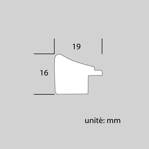 Cadre cadre bois profil plat en pente largeur 19mm complet de couleur blanc fond argent dimensions 10x15 cm, à poser ou à suspendre horizontalement ou verticalement. verre normal, mise en place du sujet dans le cadre simple et rapide, ouverture et fermeture du cadre par pointes flexibles. fond en isorel. - 10x15