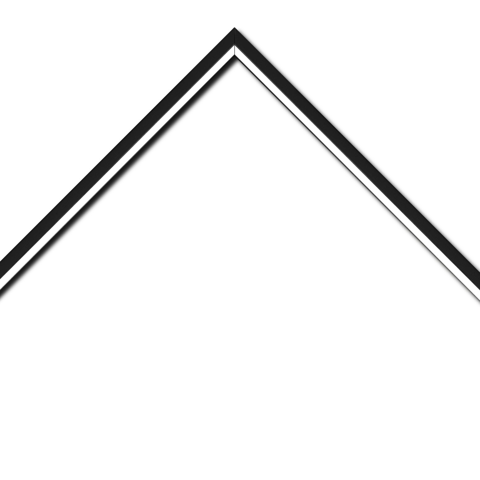 Baguette bois profil plat largeur 1.6cm couleur noir mat finition pore bouché filet blanc en retrait de la face du cadre de 6mm assurant un effet très original