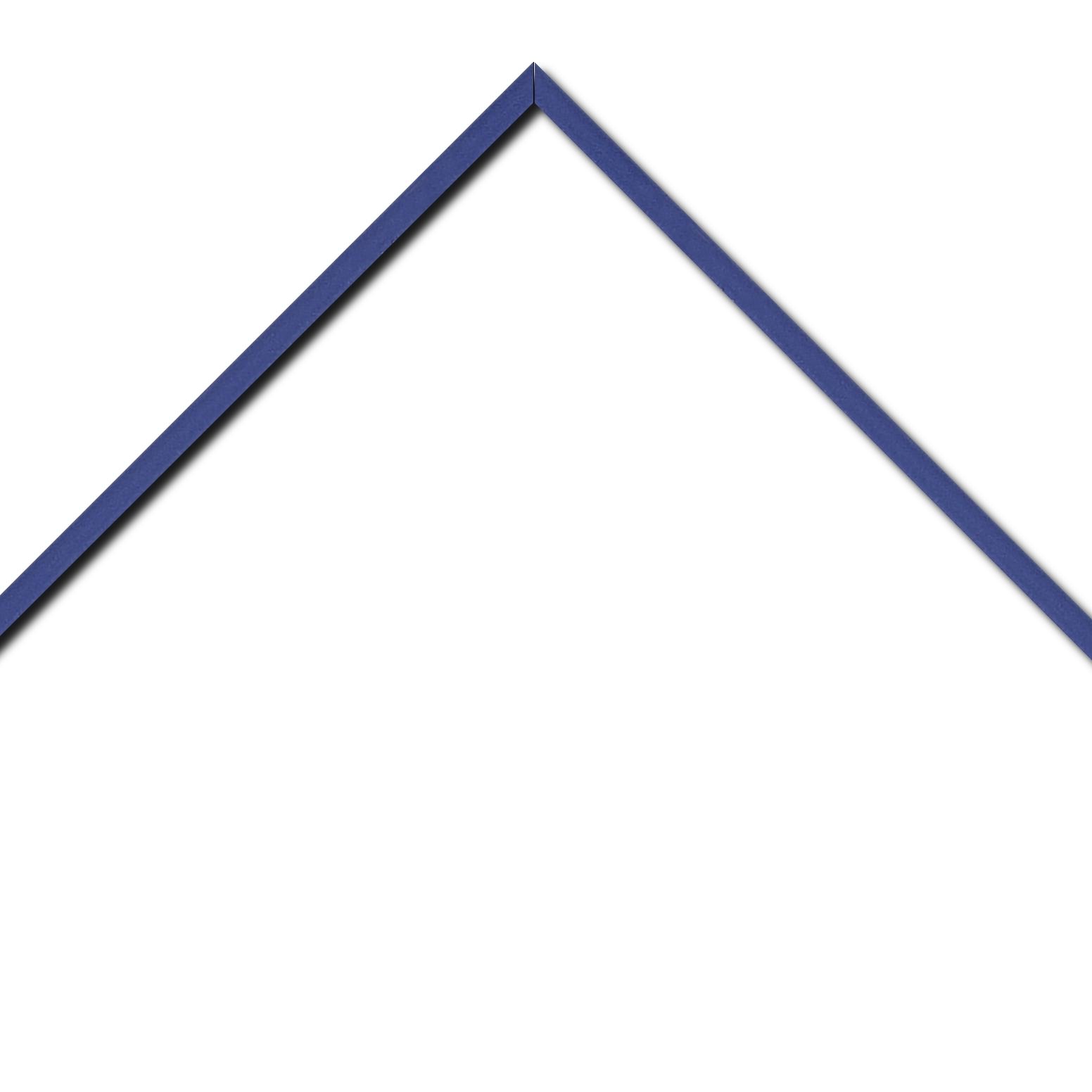 Baguette aluminium profil plat largeur 1cm couleur bleu saphir satiné (mise en place du sujet très rapide et très simple,sans démontage du cadre car angles sertis ) encadrement livré monté prêt à l'emploi (cadre fabriqué à vos mesures dans nos ateliers de besançon)