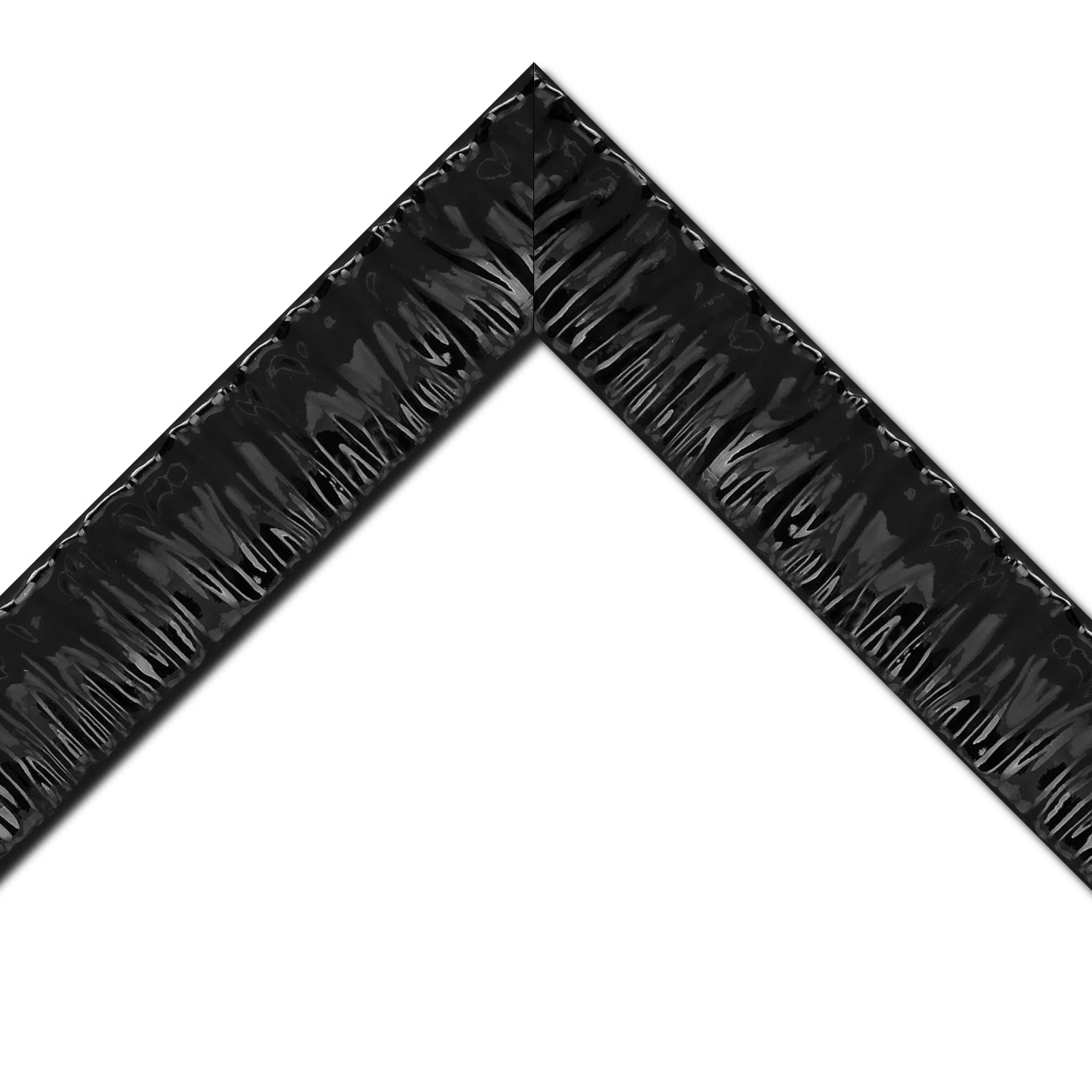 Baguette bois profil incurvé largeur 6.6cm noir laqué effet plissé