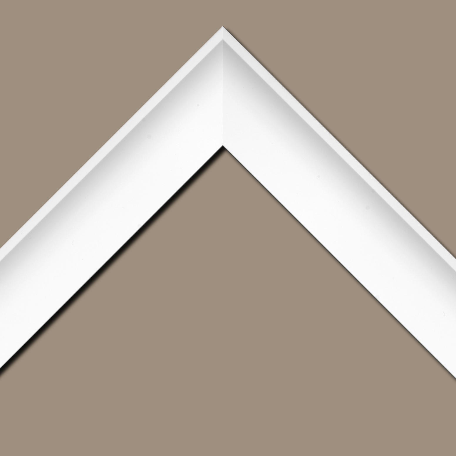 Baguette bois profil incurvé largeur 7cm couleur blanc satiné