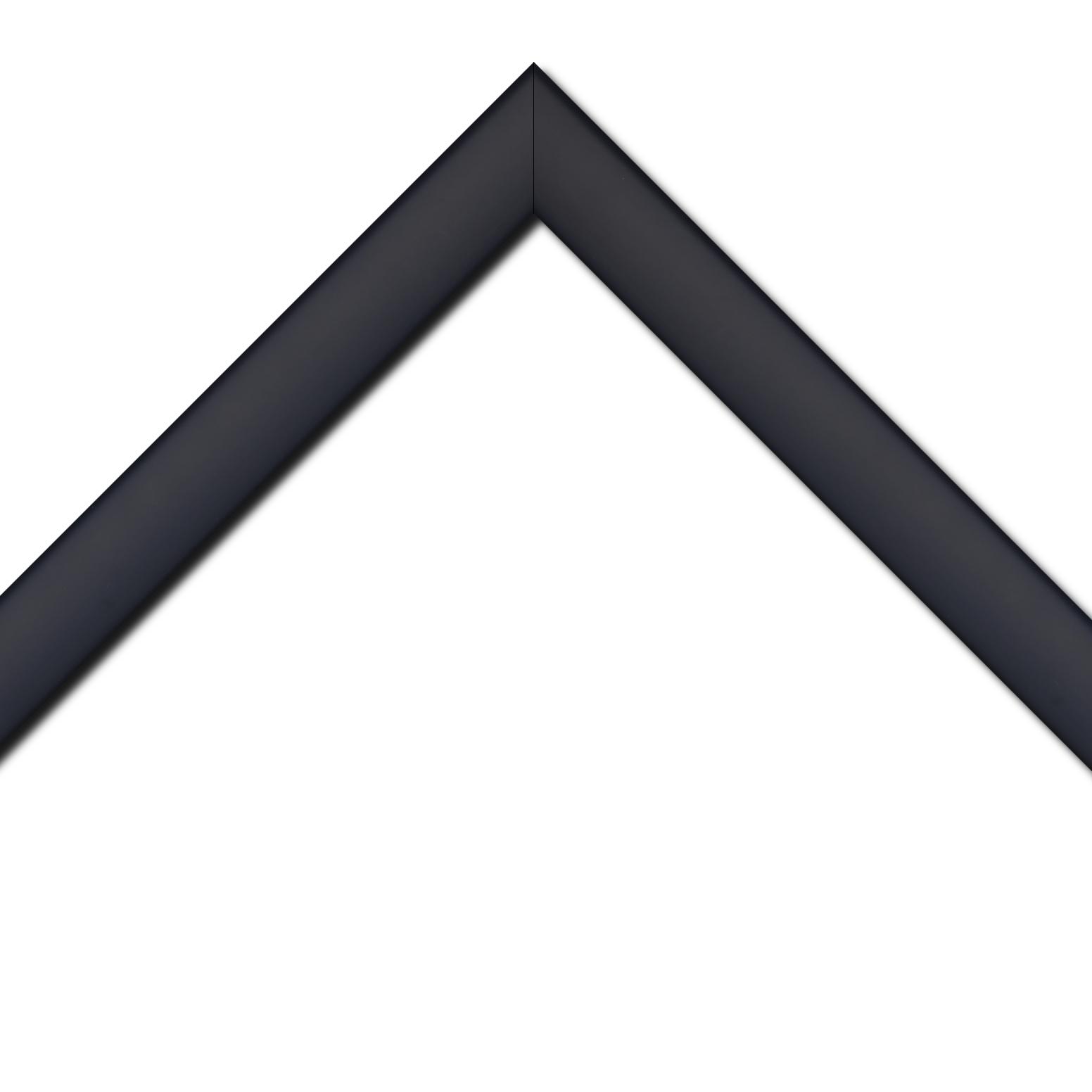 Baguette bois profil méplat largeur 3.7cm couleur violet prune satiné effet cube