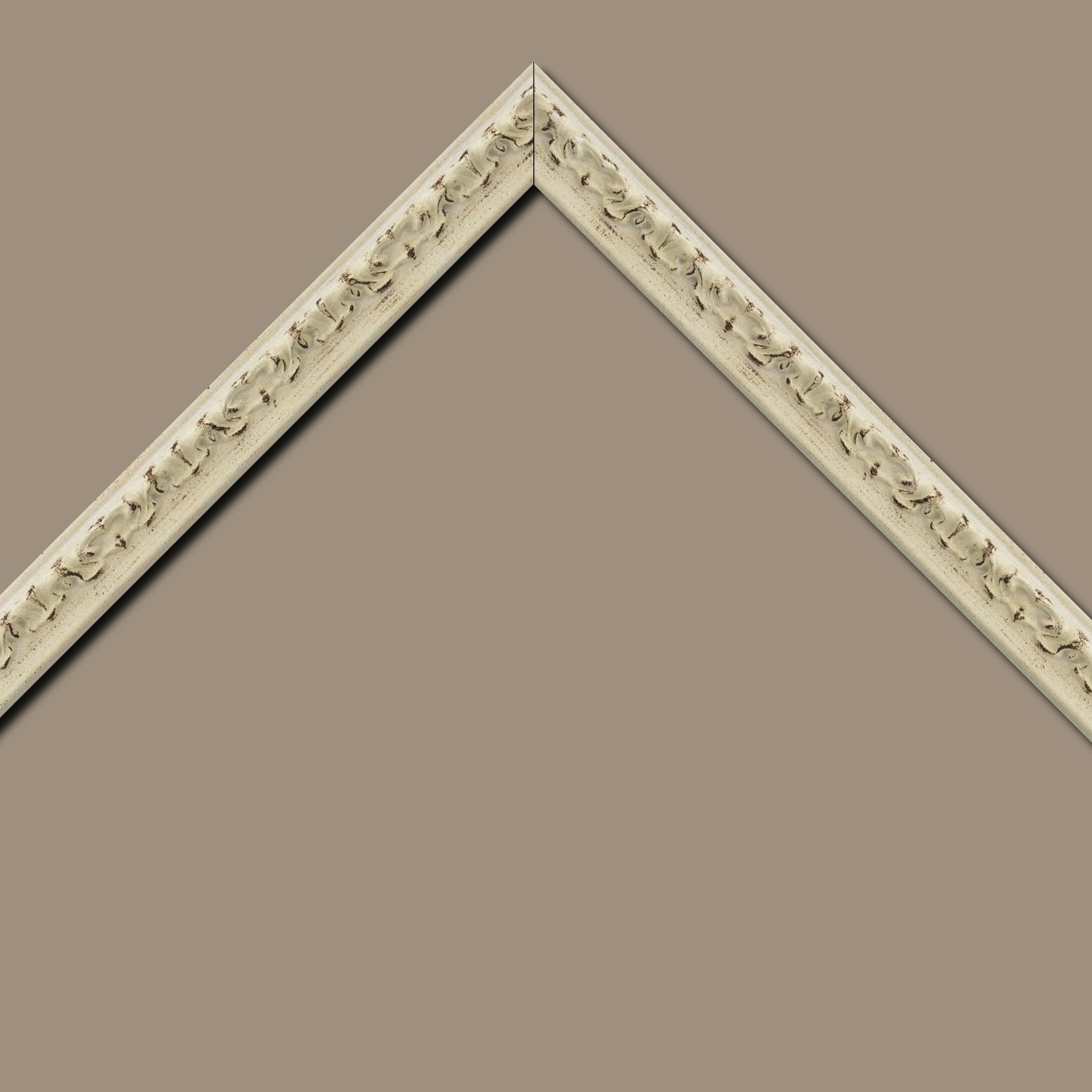 Baguette bois profil incurvé largeur 3cm blanchie finition antiquaire