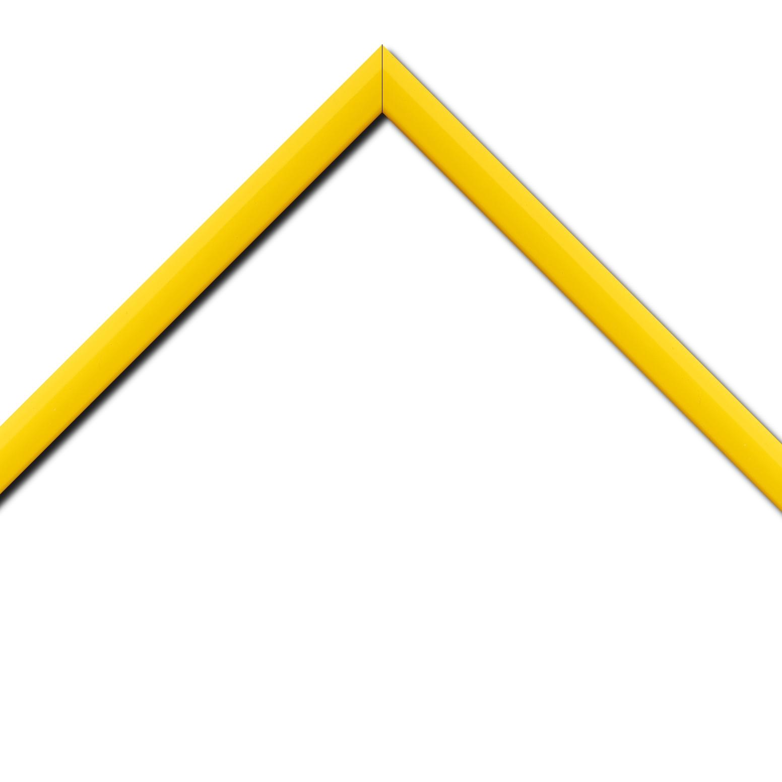 Baguette bois profil méplat largeur 2.3cm couleur jaune laqué