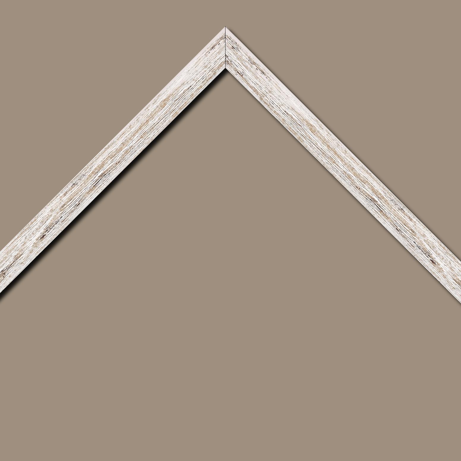 Baguette bois profil arrondi en pente plongeant largeur 2.4cm couleur blanchie frotté effet nature