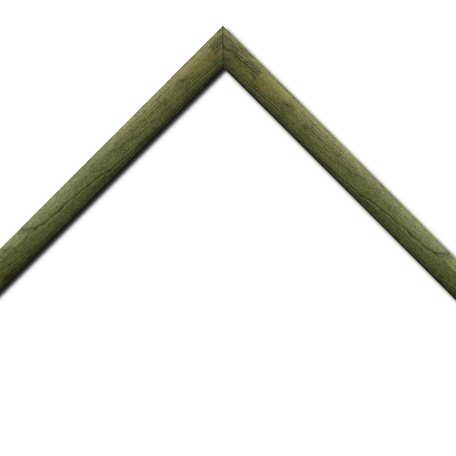Baguette bois profil arrondi en pente plongeant largeur 2.4cm couleur vert sapin finition vernis brillant,veine du bois  apparent (pin) ,