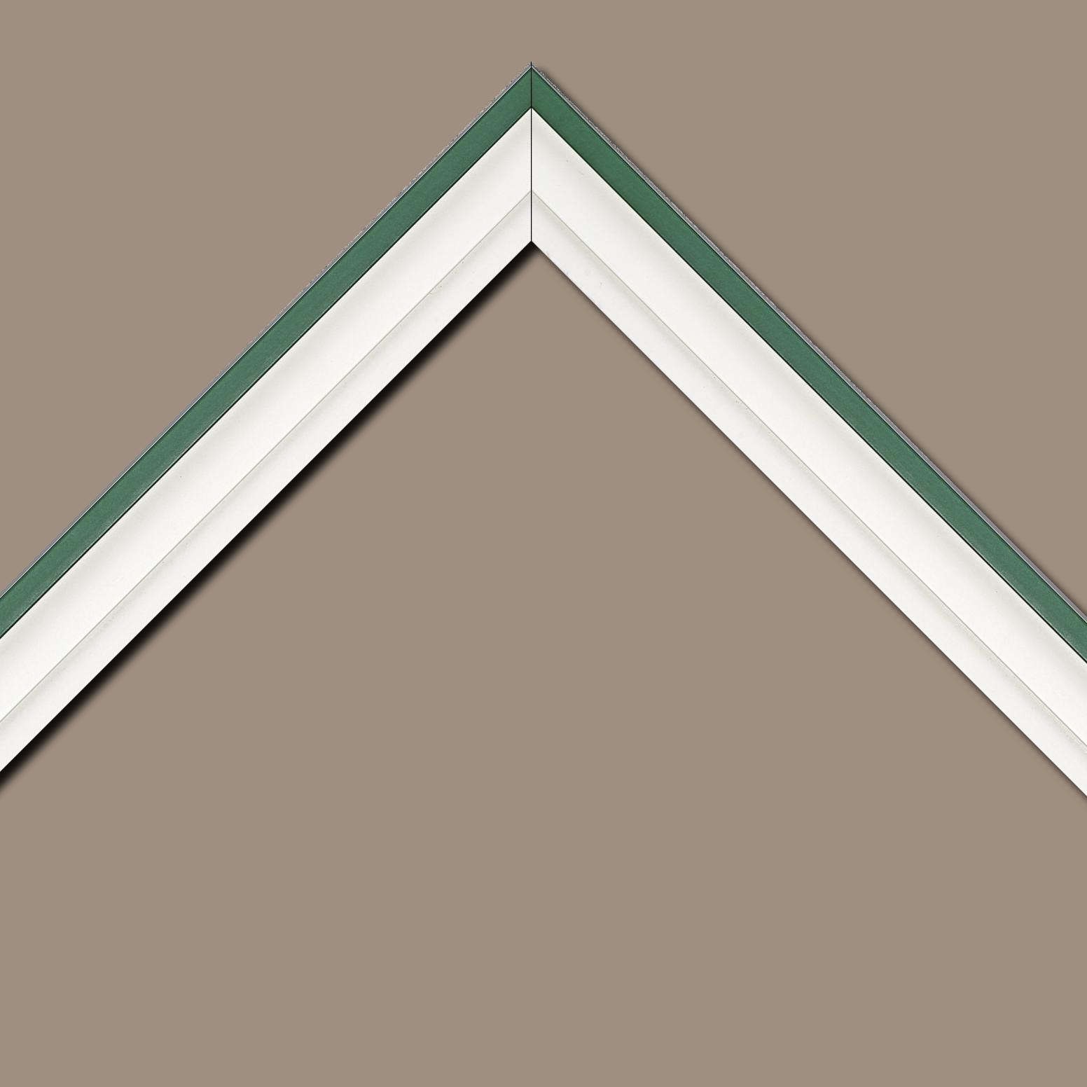 Baguette bois caisse américaine profil escalier largeur 4.4cm blanc mat filet vert (spécialement conçu pour les châssis d'une épaisseur jusqu'à 2.5cm )