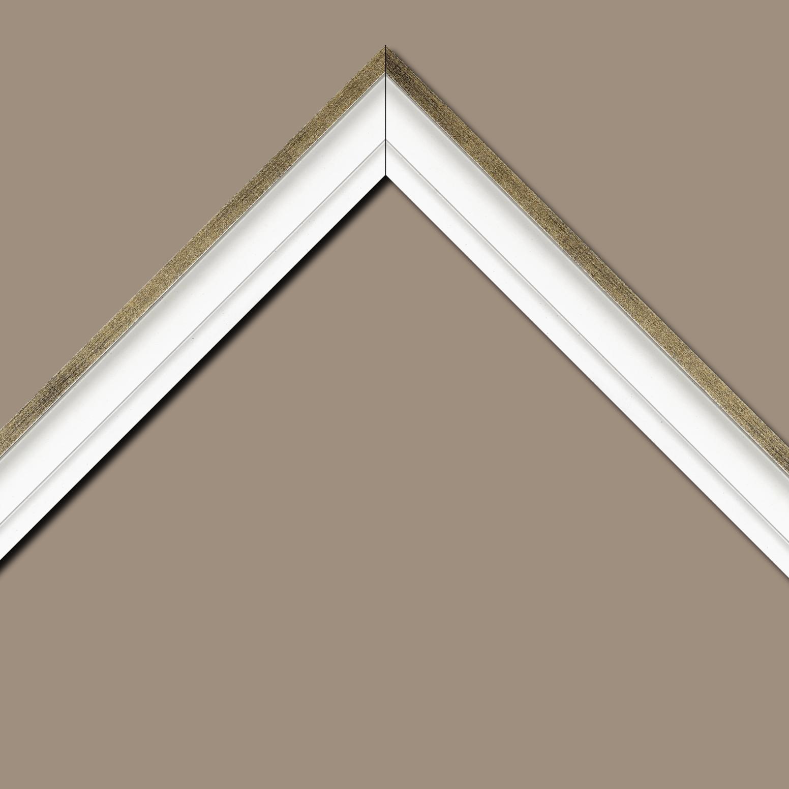 Baguette bois caisse américaine profil escalier largeur 4.4cm blanc mat filet or (spécialement conçu pour les châssis d'une épaisseur jusqu'à 2.5cm )