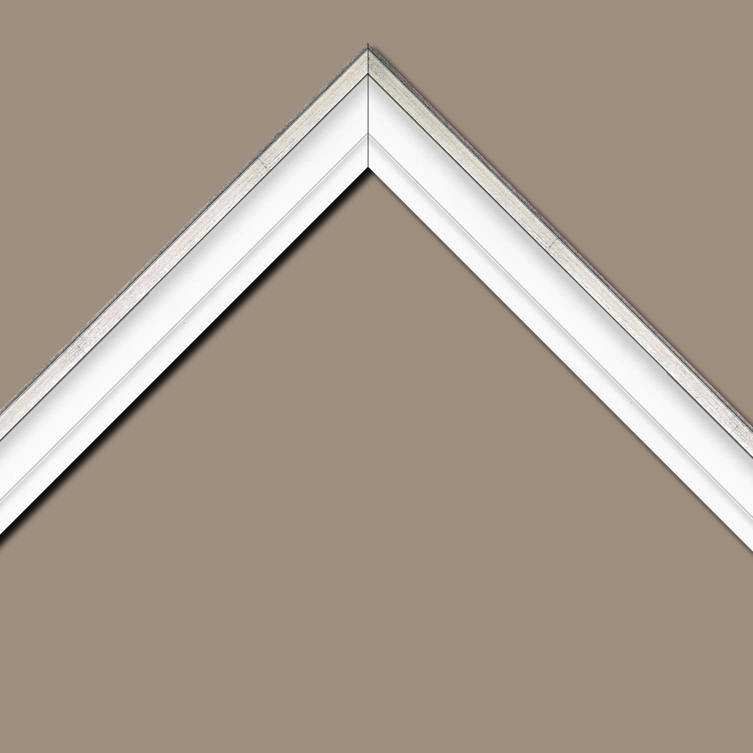 Baguette bois caisse américaine profil escalier largeur 4.4cm blanc mat filet argent (spécialement conçu pour les châssis d'une épaisseur jusqu'à 2.5cm )