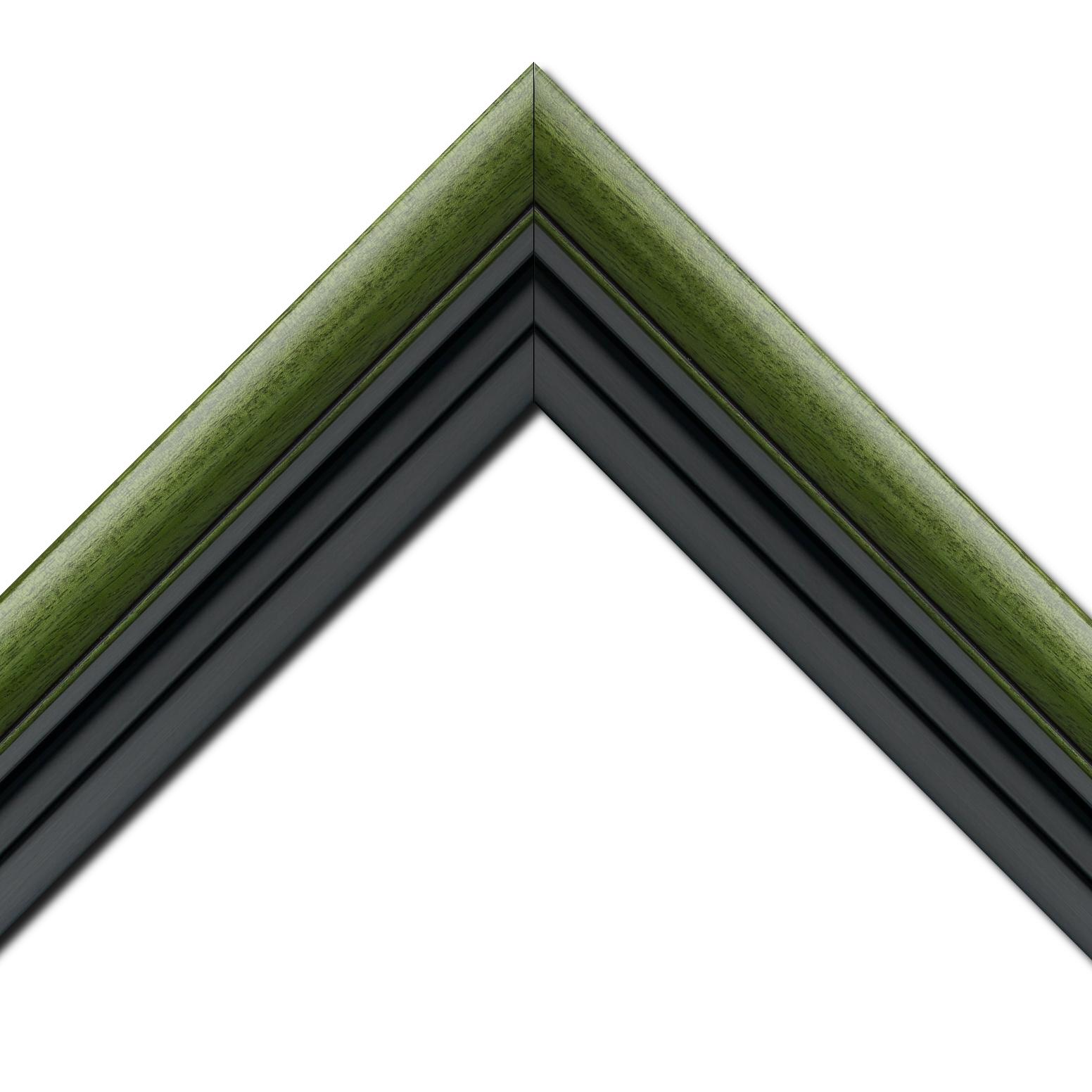 Baguette bois profil arrondi largeur 4.7cm couleur vert sapin satiné rehaussé d'un filet noir + bois caisse américaine profil escalier largeur 4.4cm noir mat   (spécialement conçu pour les châssis d'une épaisseur jusqu'à 2.5cm ) largeur total du cadre : 8.3cm
