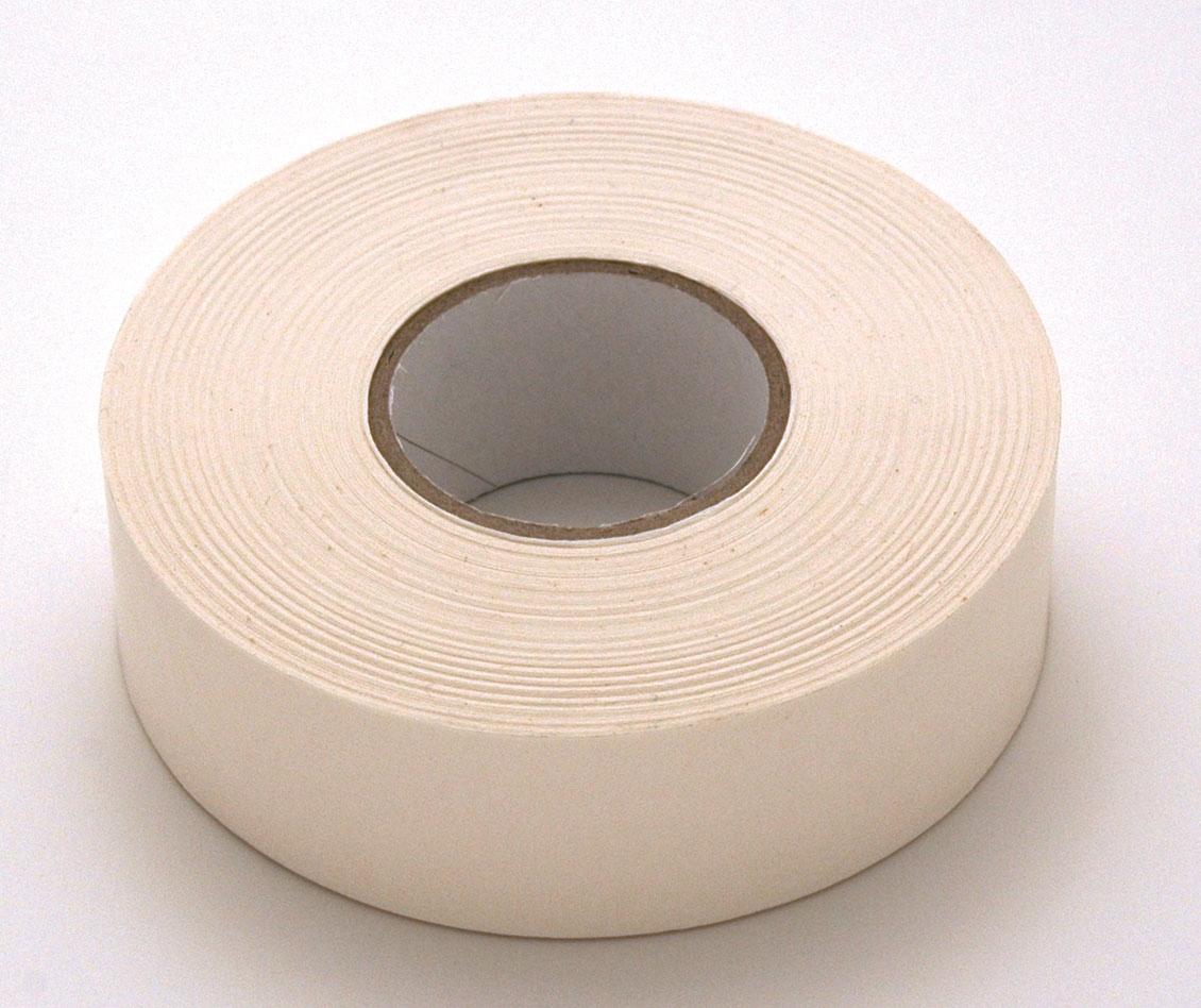 rouleau papier blanc adhésif utilisé pour fixer les documents, ph neutre, prise différée, rouleau de 50 mètres largeur 3cm