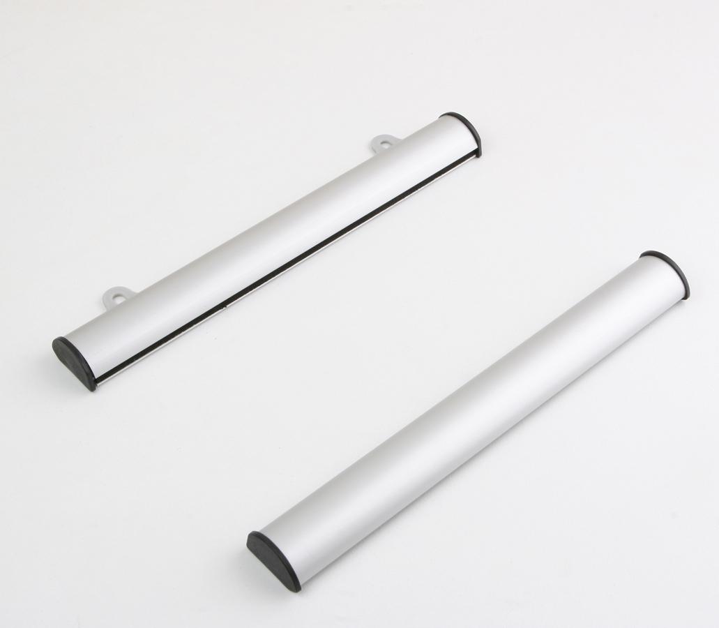2 barres aluminium argent mat ,top qualité , de maintien affiche ou photo d'une longueur de 21 cm (ouverture par devant) avec système pour suspendre au mur. livré sans sujet de décoration