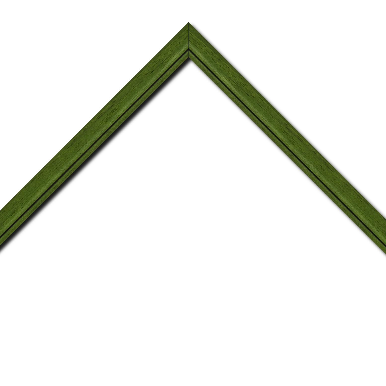 Baguette bois profil bombé largeur 2.4cm couleur vert sapin satiné filet noir