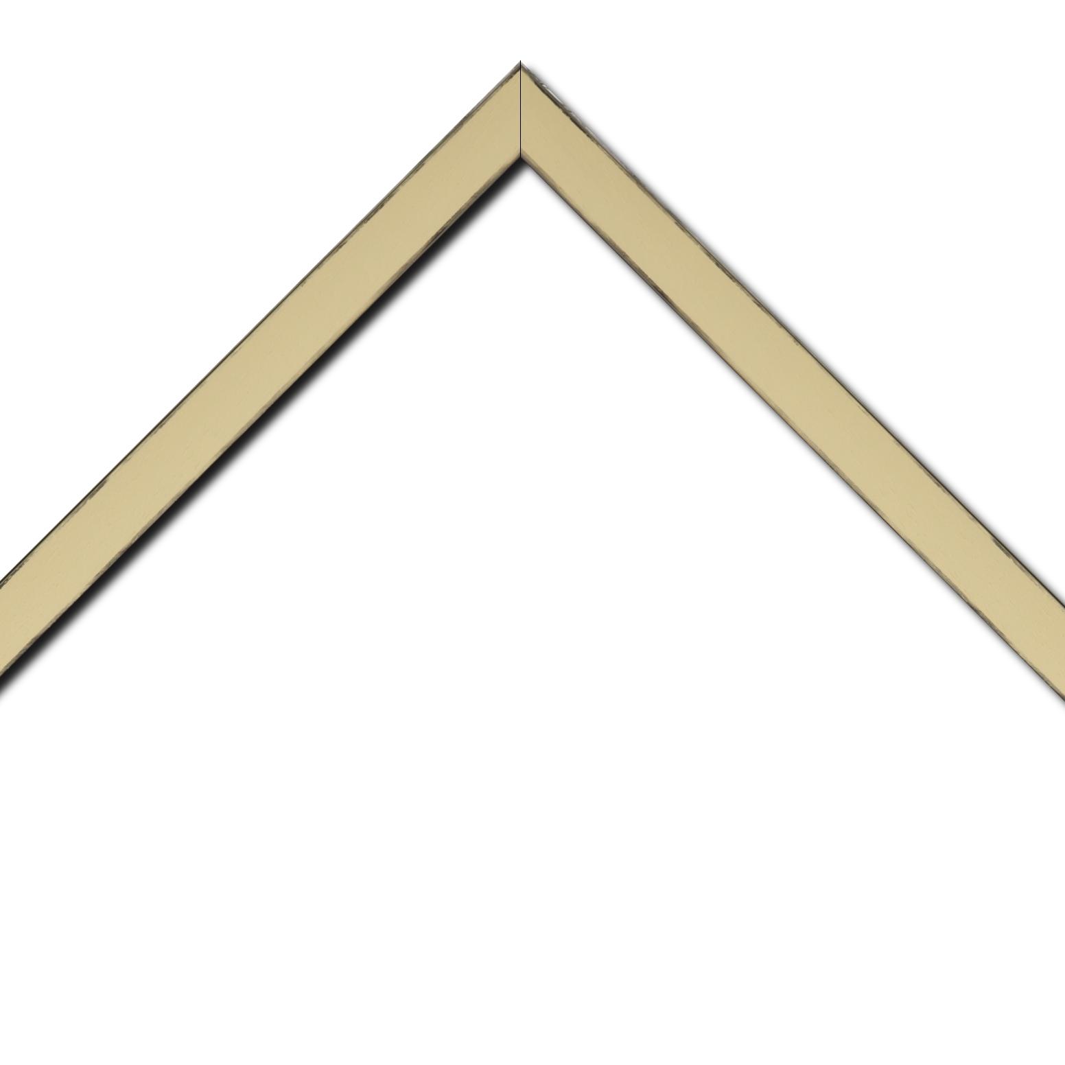 Baguette bois profil concave largeur 2.4cm couleur ivoire  satiné  arêtes essuyés noircies de chaque coté