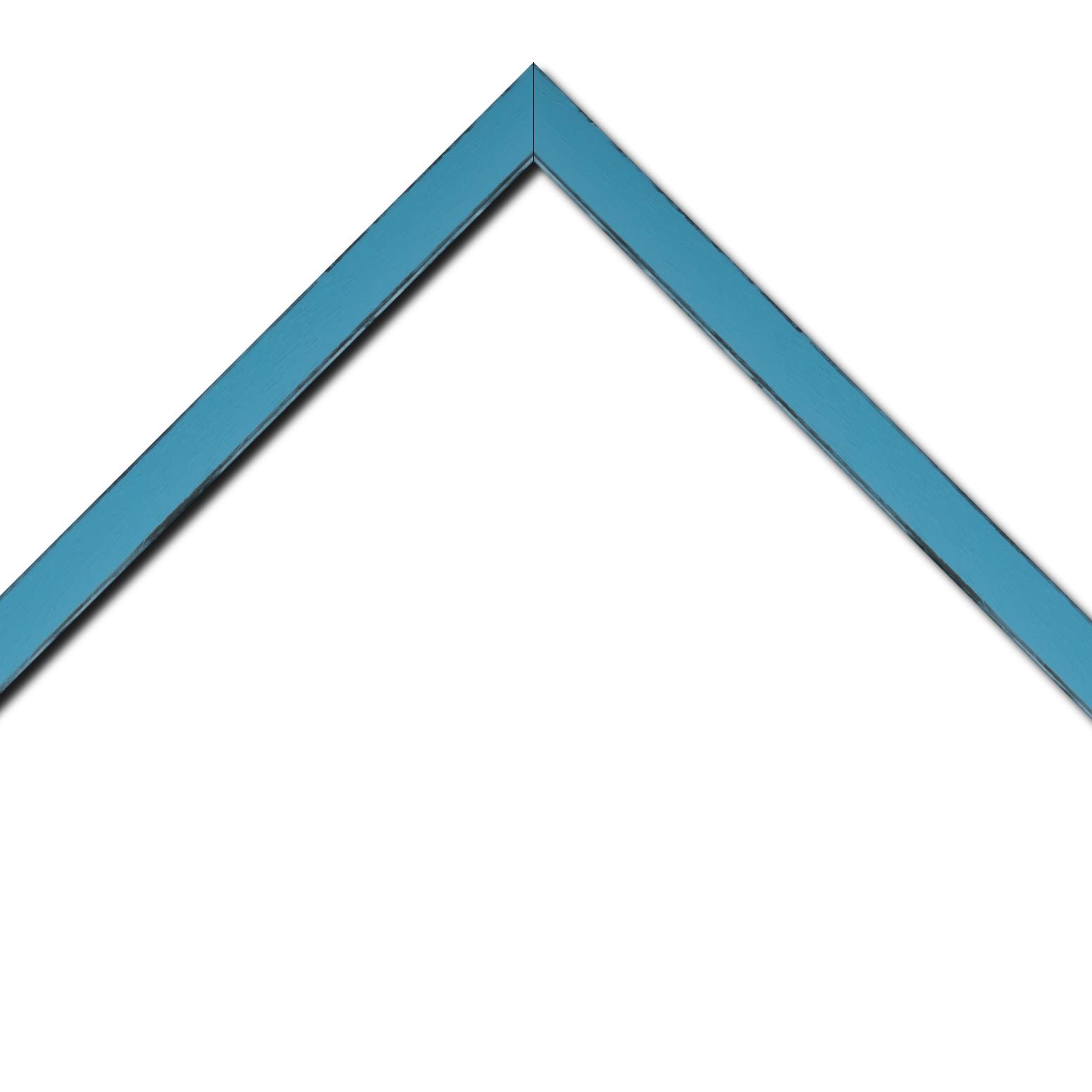 Baguette bois profil concave largeur 2.4cm couleur turquoise tonique  satiné  arêtes essuyés noircies de chaque coté
