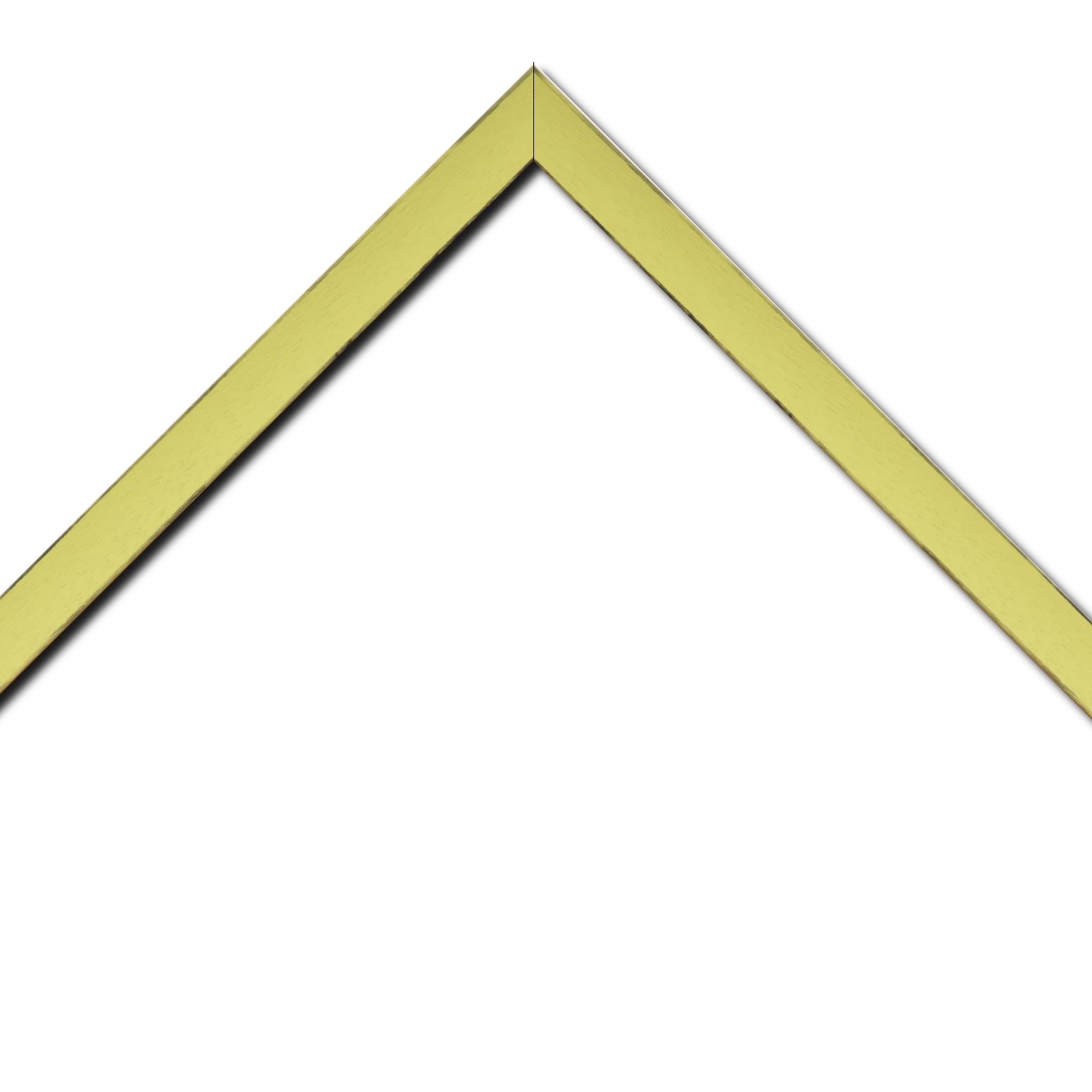 Baguette bois profil concave largeur 2.4cm couleur vert acidulé satiné arêtes essuyés noircies de chaque coté