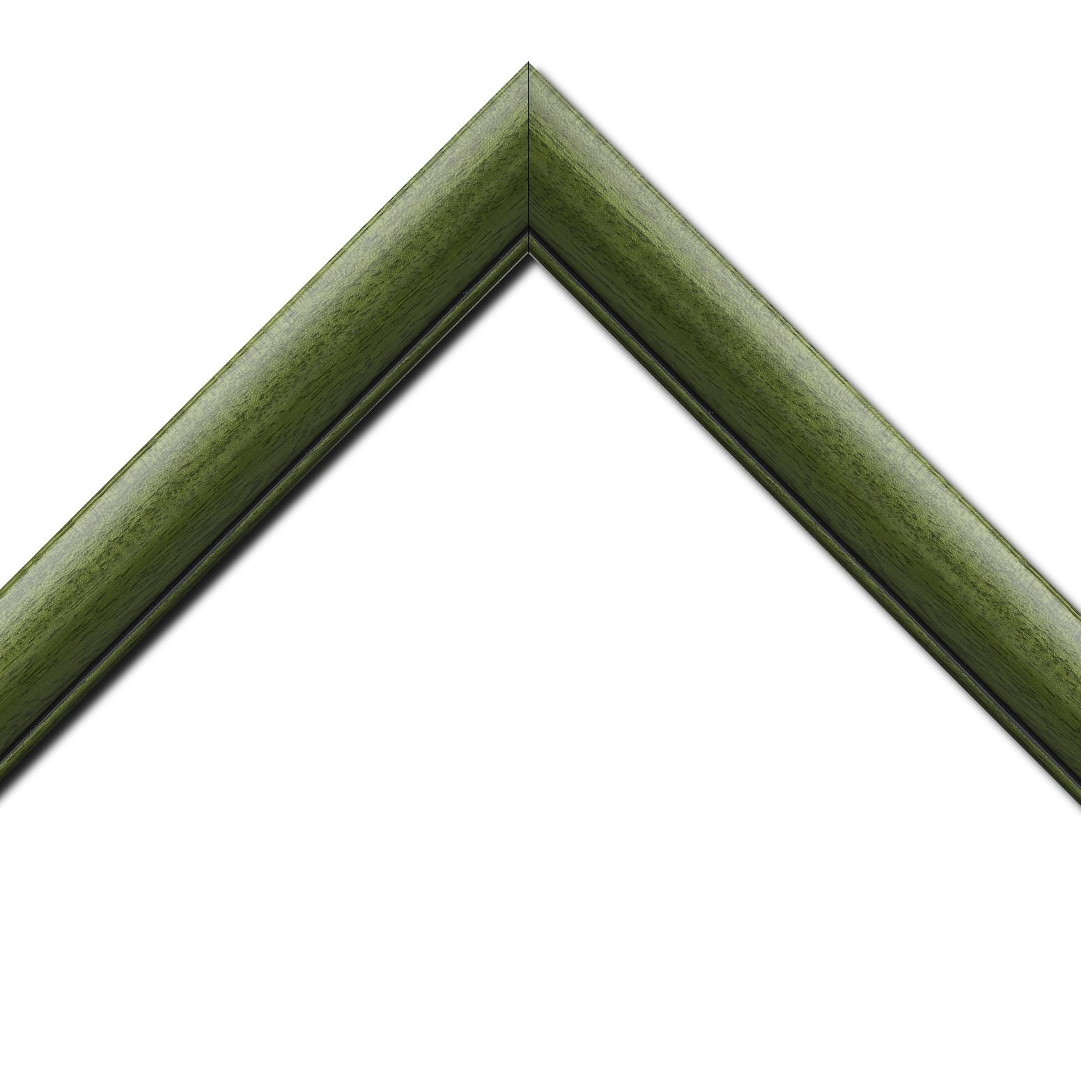 Baguette bois profil arrondi largeur 4.7cm couleur vert sapin satiné rehaussé d'un filet noir