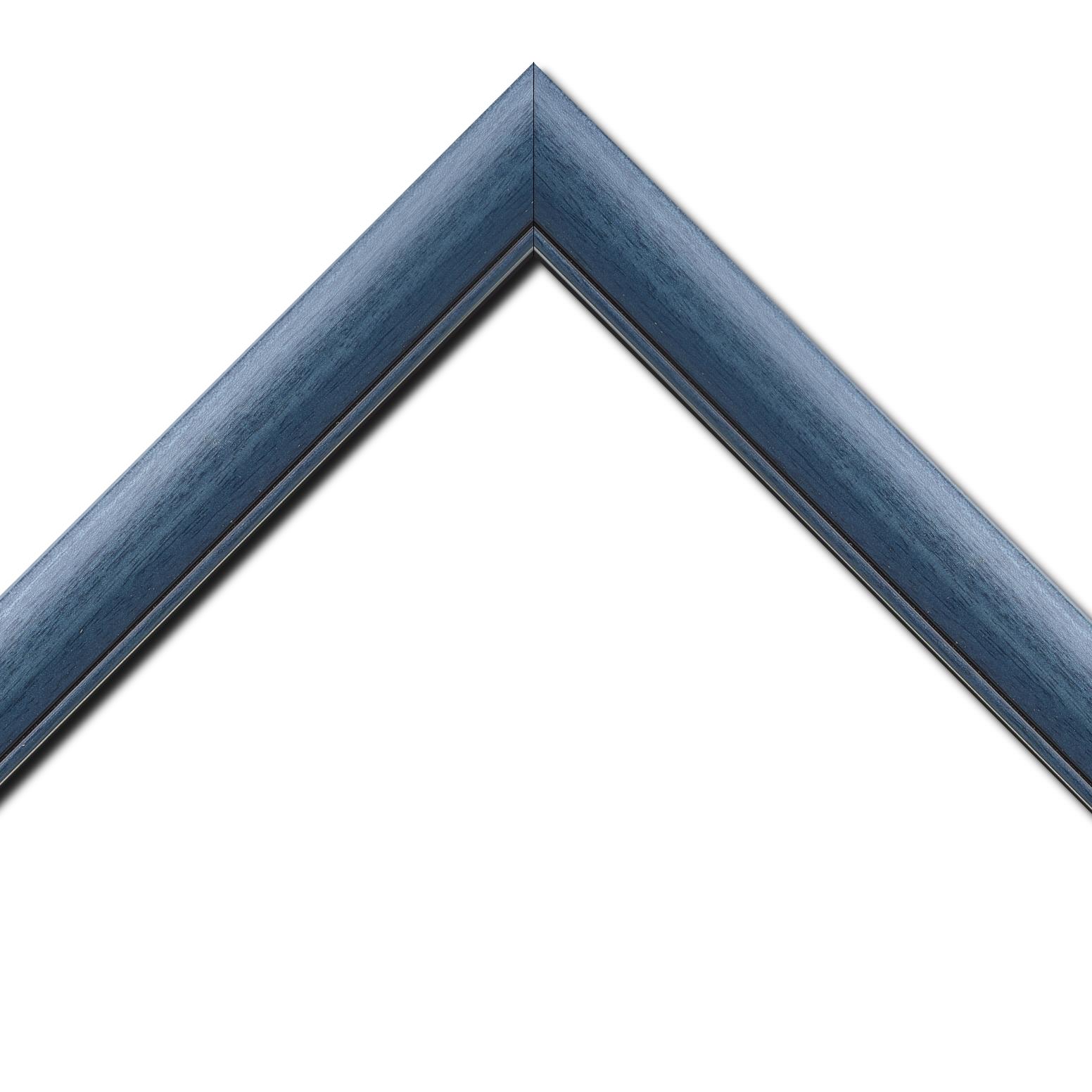 Baguette bois profil arrondi largeur 4.7cm couleur bleu cobalt satiné rehaussé d'un filet noir