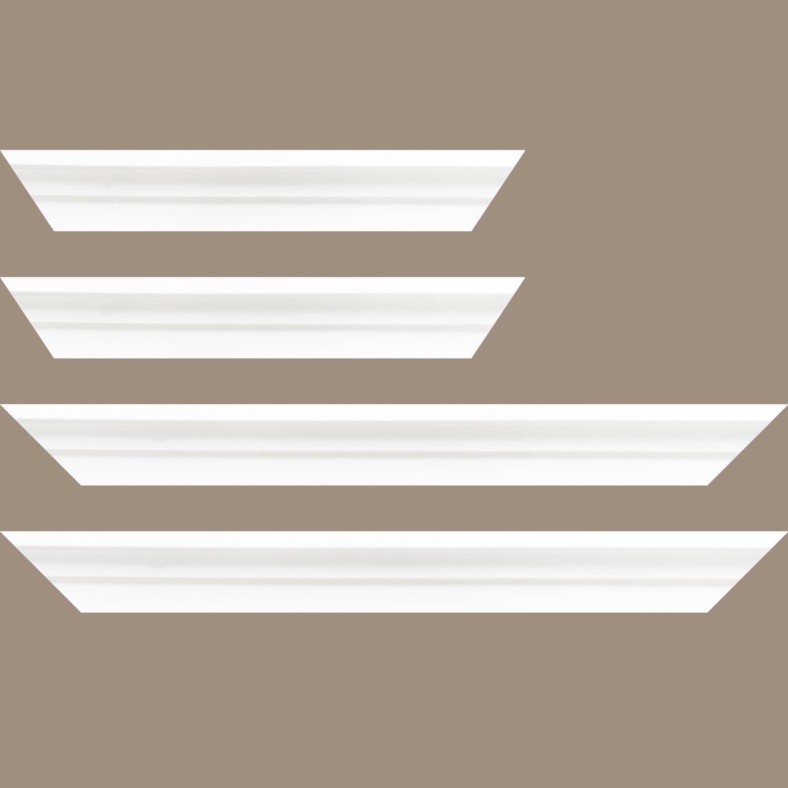 Baguette bois caisse américaine profil escalier largeur 4.4cm blanc mat  (spécialement conçu pour les châssis d'une épaisseur jusqu'à 2.5cm )