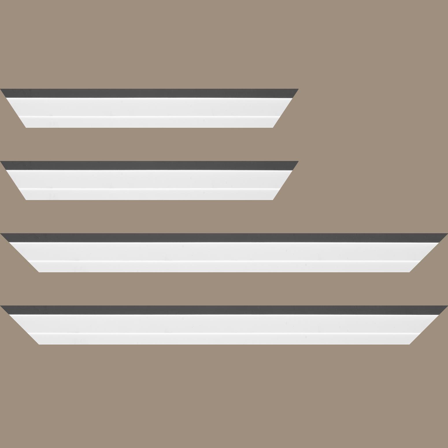 Baguette bois caisse américaine profil escalier largeur 4.4cm blanc mat filet gris  (spécialement conçu pour les châssis d'une épaisseur jusqu'à 2.5cm )