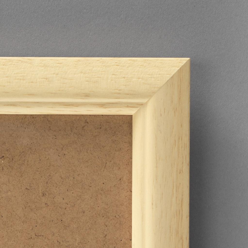 Cadre cadre bois dimensions 24x30cm profil arrondi de largeur 2,5cm épaisseur 1,5cm de couleur naturel satiné complet (plexi normal + isorel + attache de suspension dans les 2 sens serties dans l'isorel) pouvant aussi se poser sur une table (cravate) cadre livré unitairement sous film de protection. - 24x30