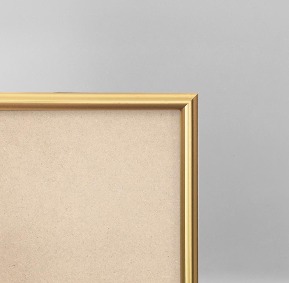 Cadre cadre pvc dimensions 30x40cm profil arrondi de largeur 1,2cm épaisseur 1,8cm de couleur or poli complet (verre normal + isorel + système accrochage par les tournettes) mise en place du sujet dans le cadre très rapide (maintien du fond isorel dans le cadre par tournettes rivetées) cadre livré unitairement sous film de protection. - 30x40