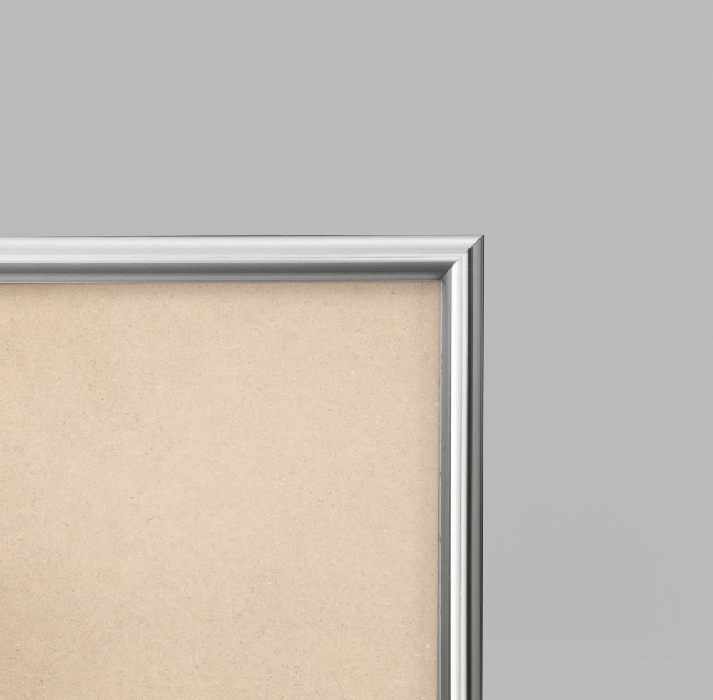 Cadre cadre pvc dimensions 30x40cm profil arrondi de largeur 1,2cm épaisseur 1,8cm de couleur argent poli complet (verre normal + isorel + système accrochage par les tournettes) mise en place du sujet dans le cadre très rapide (maintien du fond isorel dans le cadre par tournettes rivetées) cadre livré unitairement sous film de protection. - 30x40