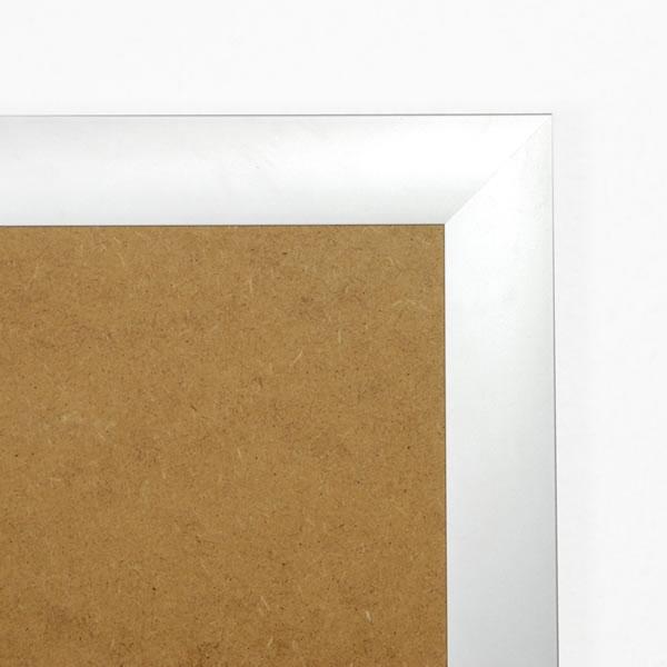 Cadre cadre complet de dimensions 50x60 cm, à suspendre. plexi une face normale, une face anti reflet. attache horizontale et verticale. montage et démontage rapide par ressort. fond en isorel. - 50x60