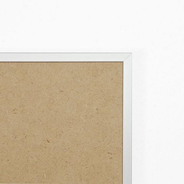 Cadre cadre complet de dimensions 21x29,7 cm, à suspendre. plexi une face normale, une face anti reflet. attache horizontale et verticale. montage et démontage rapide par ressort. fond en isorel. - 21x29.7