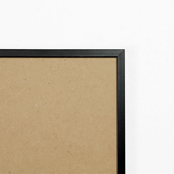 Cadre cadre complet de dimensions 24x30 cm, à suspendre. plexi une face normale, une face anti reflet. attache horizontale et verticale. montage et démontage rapide par ressort. fond en isorel. - 24x30