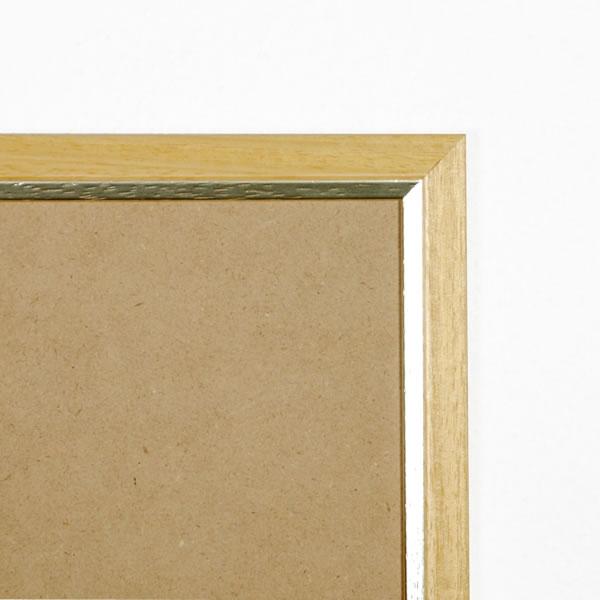 Cadre cadre bois profil plat en pente largeur 23mm complet de couleur naturel filet argent dimensions 10x15 cm, à poser ou à suspendre horizontalement ou verticalement. verre normal, mise en place du sujet dans le cadre simple et rapide, ouverture et fermeture du cadre par pointes flexibles. fond en isorel. - 10x15