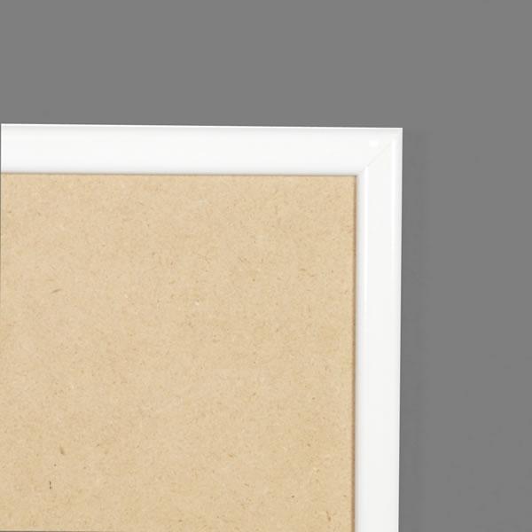 Cadre cadre résine profil plat largeur 15mm complet de couleur blanc satiné dimensions 15x15 cm, à suspendre.  verre normal, mise en place du sujet dans le cadre simple et rapide, ouverture et fermeture du cadre par pointes flexibles. fond en isorel. - 15x15