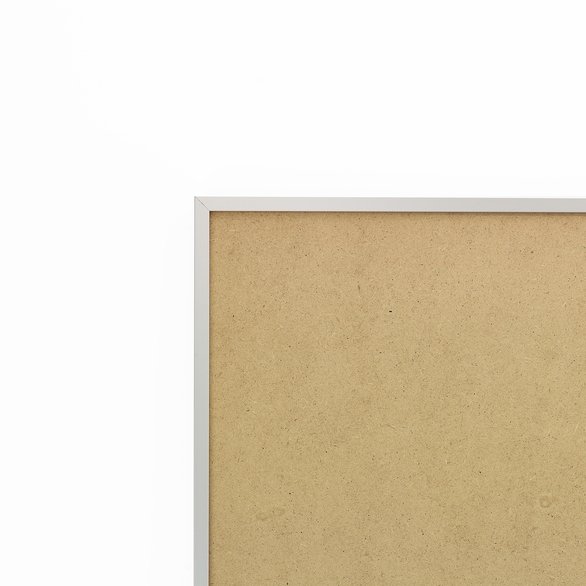 Cadre cadre aluminium profil plat largeur  1cm (référence : aluca-2129-arg) dimension 21x29,7cm (format a4) de couleur argent mat complet (plexi normal traité anti uv + attache de suspension sur charnière dans les 2 sens sertie dans l'isorel) cadre fabriqué à vos mesures dans nos ateliers de besancon - 21x29.7