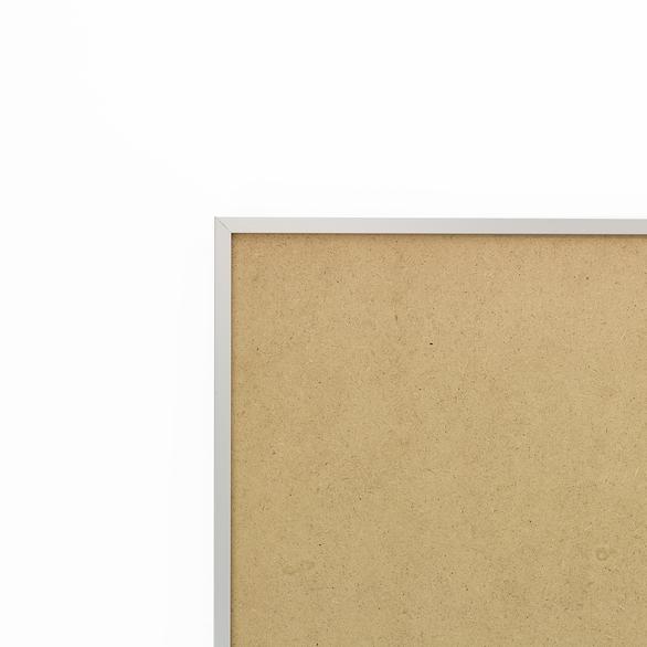 Cadre cadre aluminium profil plat largeur  1cm (référence : aluca-2020-arg) dimension 20x20cm  de couleur argent mat complet (plexi normal traité anti uv + attache de suspension sur charnière sertie dans l'isorel) cadre fabriqué à vos mesures dans nos ateliers de besancon - 20x20