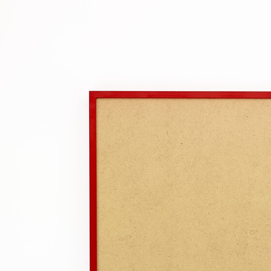 Cadre cadre aluminium profil plat largeur  1cm (référence : aluca-2834-rou) dimension 28x34cm  de couleur rouge ferrari satinécomplet (plexi normal traité anti uv + attache de suspension sur charnière dans les 2 sens sertie dans l'isorel) cadre fabriqué à vos mesures dans nos ateliers de besancon - 28x34